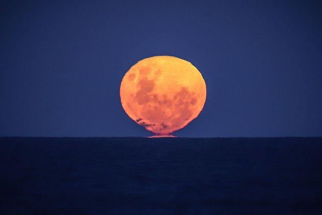 La Lune a un impact bien connu sur le niveau des marées, mais c'est le réchauffement climatique qui sera...