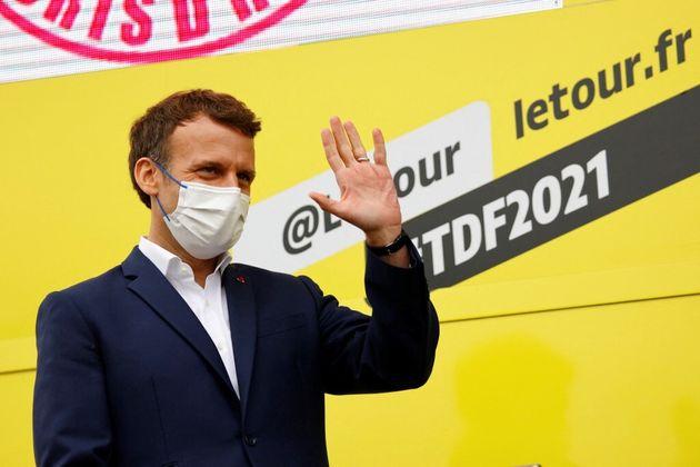 Emmanuel Macron lors de la 18e étape du Tour de France, le 15 juillet