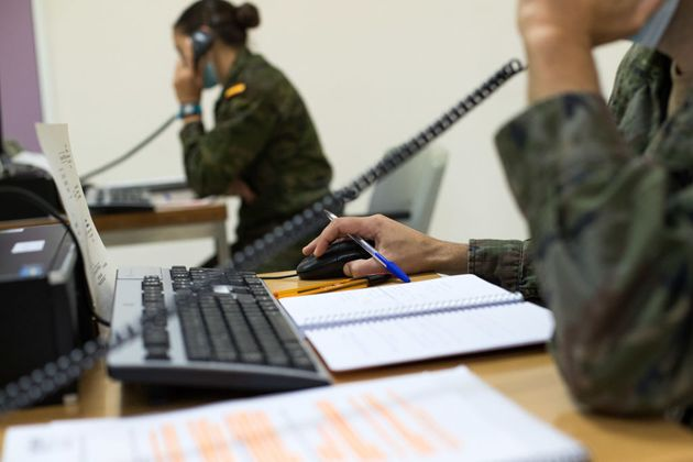 Dos rastreadores militares de Zaragoza, en una imagen de