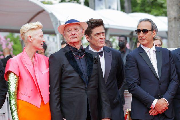 Tilda Swinton, Bill Murray, Benicio Del Toro et Alexandre Desplat pour la montée des marches de...