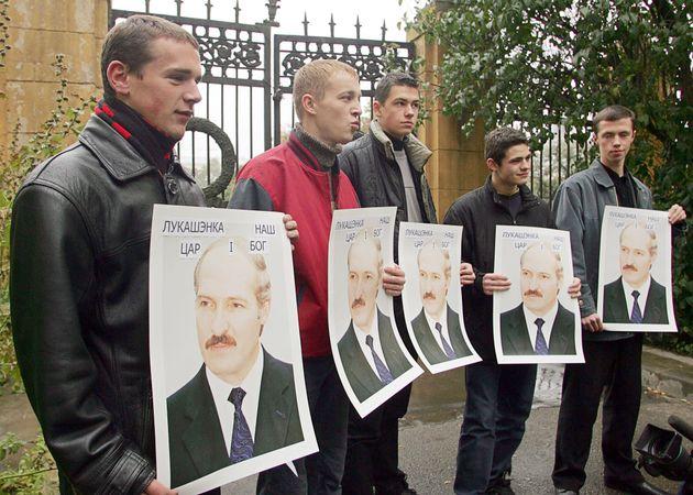 Διαδηλωτές στη Λευκορωσία...