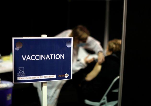 Photo d'illustration prise lors d'une vaccination avec le vaccin Moderna à Le Cannet en France,...