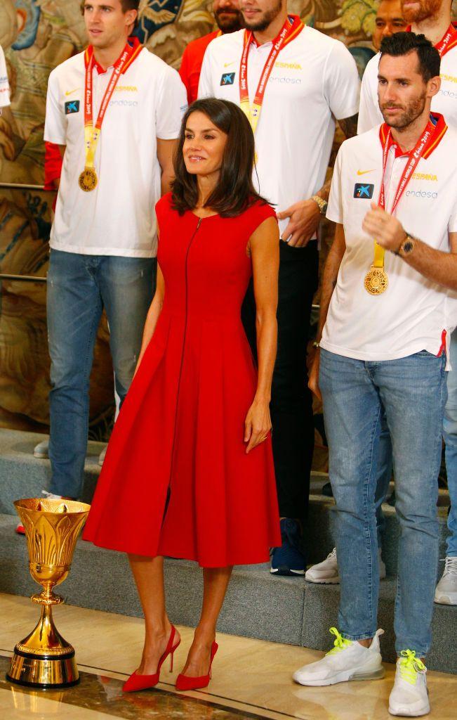 Letizia con el equipo que se hizo con la medalla de oro en el Mundial de Maloncesto de 2019.