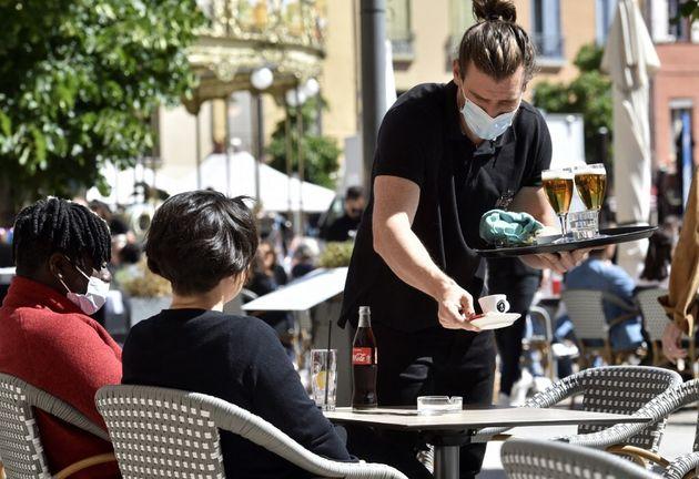 Une terrasse de café à Perpignan, 19 mai