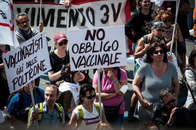 The no-vax people met in Rome, in Piazza Bocca della Verita, a few hundred metres from the Ministry of...