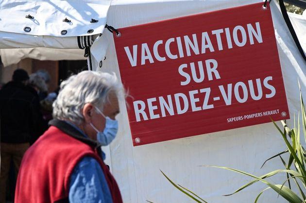 L'entrée d'un centre de vaccination, à Vailhauques, près de Montpellier, le 8 avril
