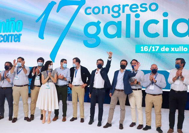 El presidente gallego y líder del PPdeG, Alberto Núñez Feijóo, con la plana mayor del