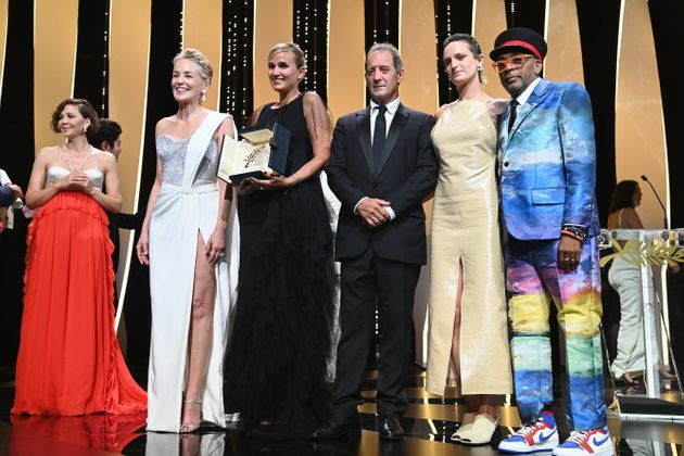 CANNES, FRANCE - JULY 17: (L to R) Maggie Gyllenhaal, Sharon Stone, Julia Ducournau, Vincent Lindon, Agathe Rousselle and Spike Lee pose with the 'Palme d'Or Best Movie Award' for 'Titane' during the closing ceremony of the 74th annual Cannes Film Festival on July 17, 2021 in Cannes, France. (Photo by Pascal Le Segretain/Getty Images)