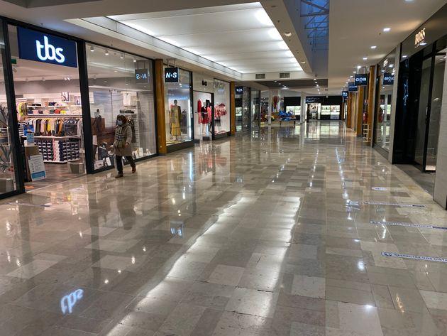Allée commerciale déserte vers 17h du centre commercial de CAP SUD Avignon le 15 janvier 2021, France....