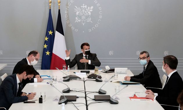 Gabriel Attal, Jean Castex, Emmanuel Macron, Alexis Kohler et Olivier Veran lors d'une réunion...