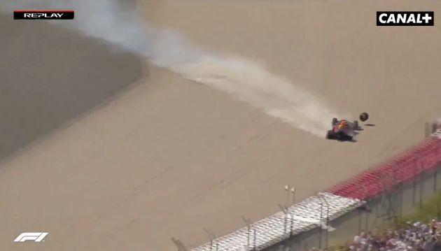 Max Verstappen s'est crashé lors du Grand prix de Grande-Bretagne de Formule1 après un...