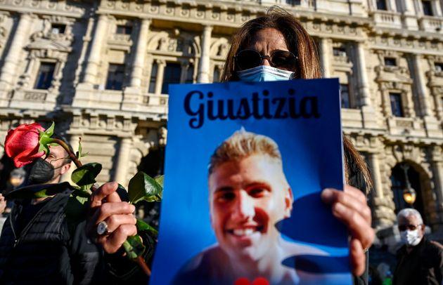 La madre di Marco Vannini, Marina Conte, allÕuscita del Palazzo di Giustizia dopo la sentenza di condanna...