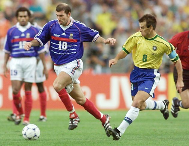 Zinédine Zidane face au Brésil lors de la finale de la Coupe du monde 1998 au Stade France...