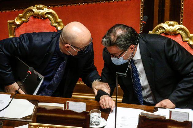 Roberto Cingolani, ministro della transizione ecologica e Giancarlo Giorgetti, ministro dello sviluppo economico. ANSA/FABIO FRUSTACI