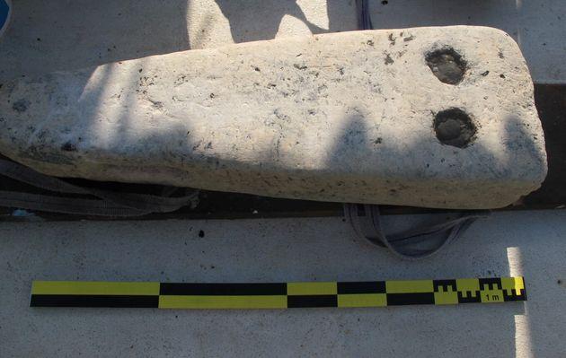 Μία τριήρη και ελληνικούς τάφους ανακάλυψαν δύτες στην