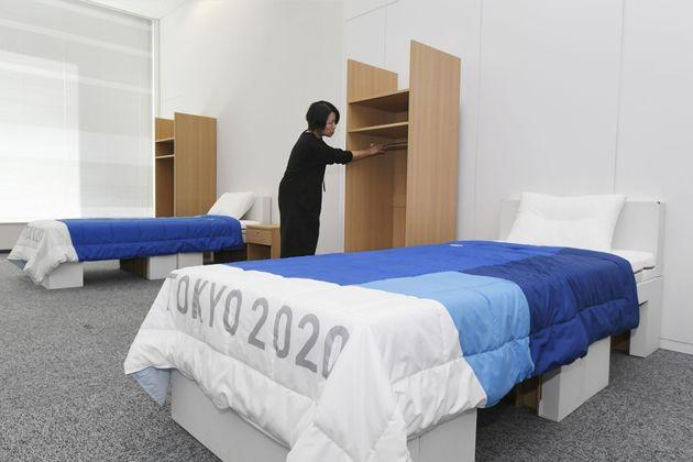 Φωτογραφία αρχείου. 9 Ιανουαρίου 2020. Τα κρεβάτια του Ολυμπιακού Χωριού στο Τόκιο, που είναι φτιαγμένα...