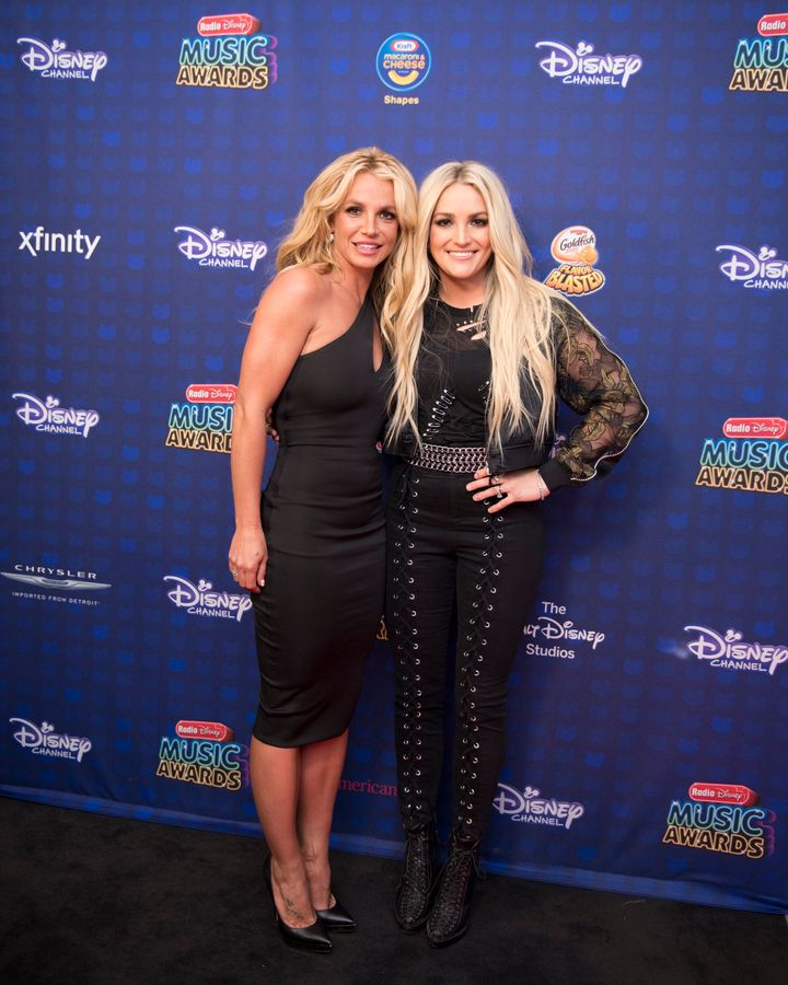 Britney Spears and Jamie Lynn Spears at the 2017 Radio Disney Music Awards.