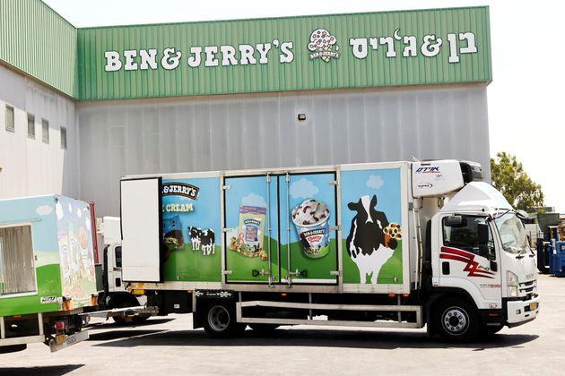 Γιατί ξαφνικά τα διάσημα παγωτά Ben & Jerry's άνοιξαν «πόλεμο» με το