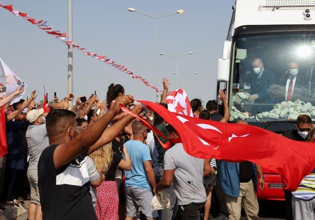 19 Ιουλίου 2021. Υποστηρικτές του Ταγίπ Ερντογάν και του Ερσίν Τατάρ αποθεώνουν τον Τούρκο Πρόεδρο κατά...