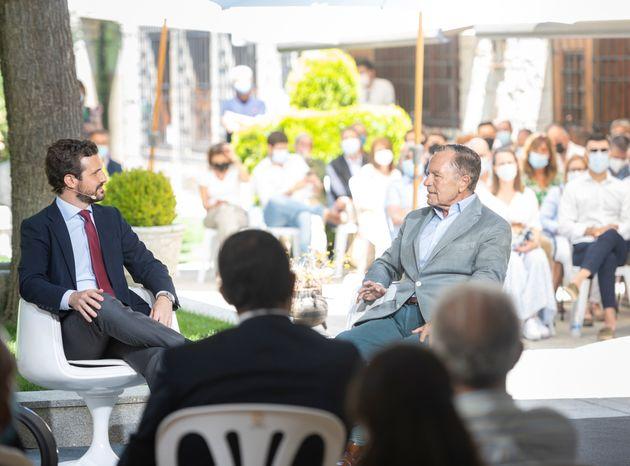 El presidente del Partido Popular, Pablo Casado, y el exministro Ignacio