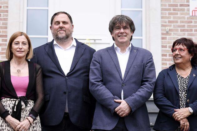 El exvicepresidente de la Generalitat Oriol Junqueras (centro izq) junto al exvicepresidente catalán...
