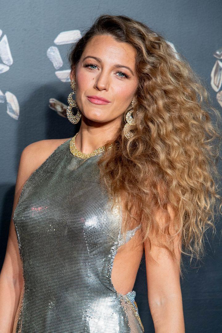 Blake Lively asiste al desfile de moda de Versace otoño 2019 el 2 de diciembre de 2018 en la ciudad de Nueva York.
