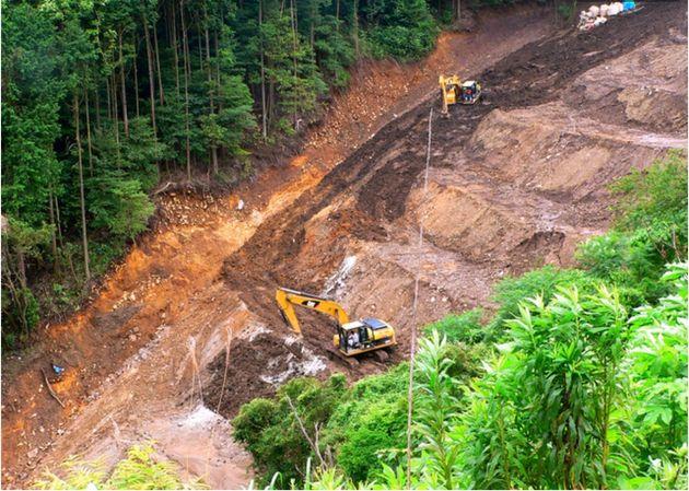 2010年7月8日に撮影された土石流の起点付近にあった盛り土=静岡県熱海市、読者提供