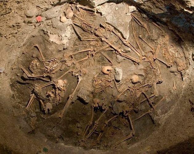Vista de algunos de los doce cadáveres encontrados en el interior de un pozo de Arucas (Gran Canaria),...