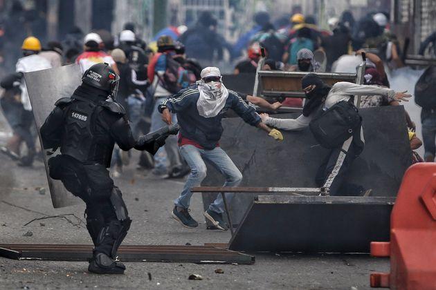 Κολομβία: Στους δρόμους χιλιάδες διαδηλωτές με αίτημα κοινωνική