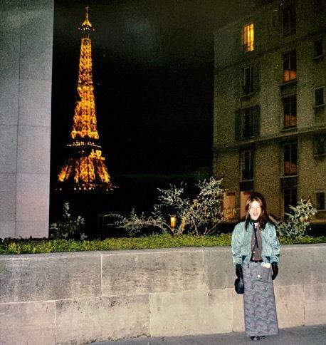 セレクトショップ時代。パリコレクションの合間に、エッフェル塔をバックに。夜間照明が当時のもの(約30年前)