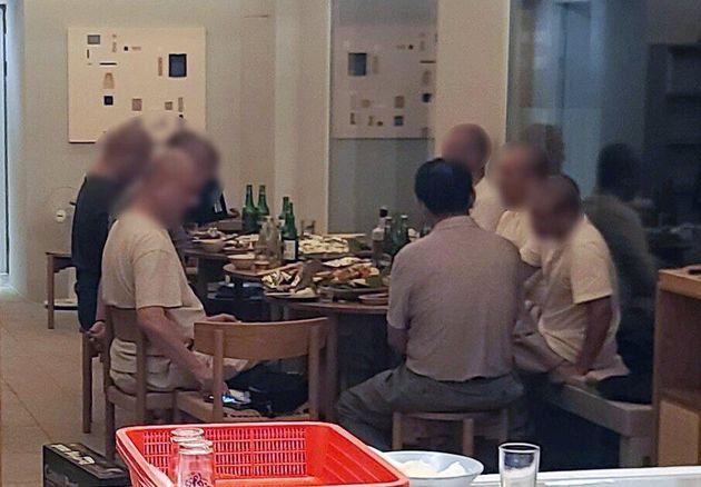 승려들이 사찰 소유의 임대 영업 숙박시설에서 술과 음식을 먹고