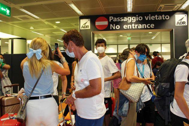 I 157 studenti positivi bloccati a Malta tornano in Italia: charter finanziato dall'ente