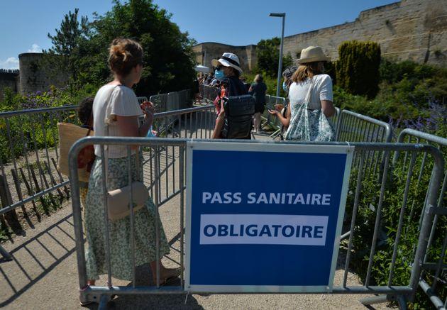 Pass sanitaire: Castex annonce que les établissements ne contrôleront pas l'identité des