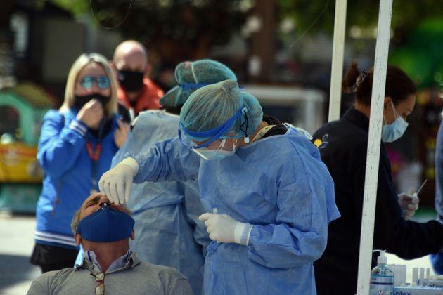 Κορονοϊός: 2.972 νέα κρούσματα και 3 νεκροί το τελευταίο