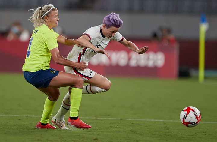 CHOFU, JAPAN - JULY 21: (BILD ZEITUNG OUT) Megan Rapinoe of USA and Hanna Glas of Sweden battle for the ball in the Women's First Round Group G match between Sweden and United States during the Tokyo 2020 Olympic Games at Tokyo Stadium on July 21, 2021 in Chofu, Tokyo, Japan. (Photo by Berengui/DeFodi Images via Getty Images)