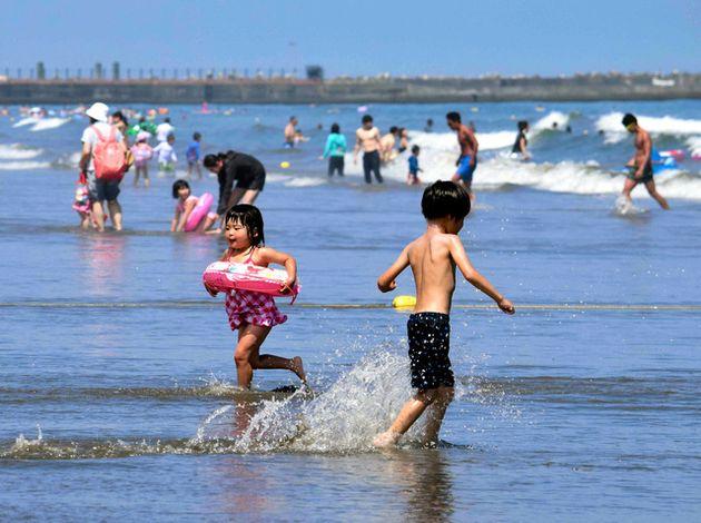 例年、海水浴客でにぎわう大洗サンビーチ=大洗町