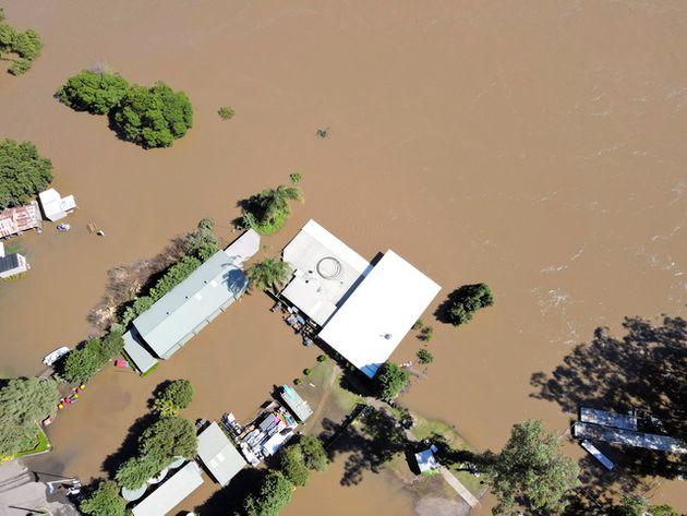 3月に起きたオーストラリアの洪水で、シドニー北西部ではんらんした川=ロイター