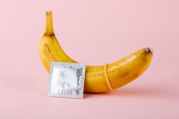 도쿄 올림픽은 선수들에게 '16만 개'의 콘돔을 나눠 주면서도 역사상 가장 '금욕'을 강조하는 대회가 될