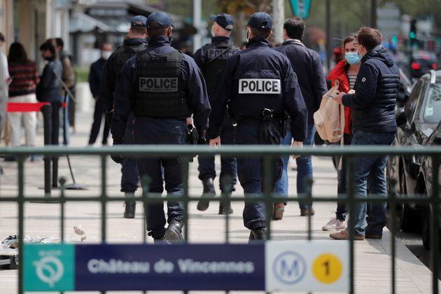 Une patrouille de police à Vincennes, près de Paris, le 29 avril