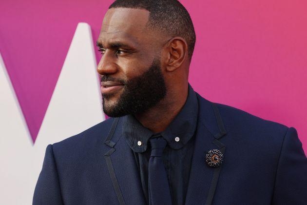 """LeBron James à la première de""""Space Jam: Nouvelle Ère"""" le 12 juillet..."""
