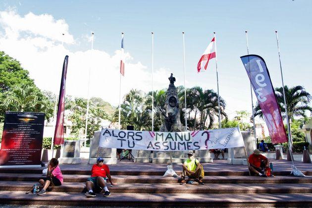 Un sit-in contre les essais nucléaires devant le mémorial des victimes de la guerre organisé...