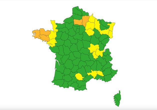 En raison de crues dans le nord du pays et d'un épisode orageux à venir sur la Bretagne, cinq départements...