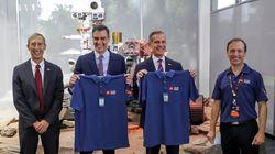 Pedro Sánchez visita la NASA para promocionar la tecnología aeroespacial