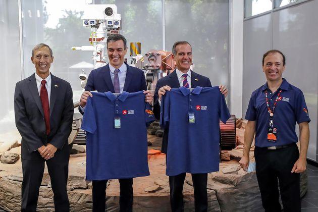 El presidente del Gobierno español, Pedro Sánchez, en el Laboratorio de Propulsión...
