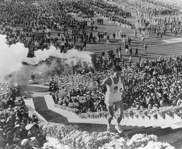 1964年の東京五輪開会式の様子