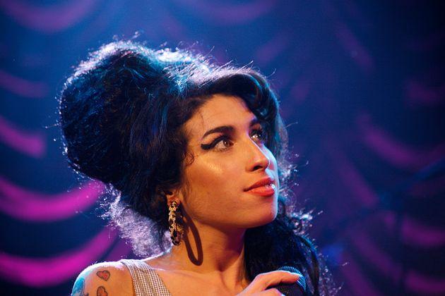 UNITED KINGDOM - MAY 28: SHEPHERD'S BUSH EMPIRE Photo of Amy WINEHOUSE, Amy Winehouse performing on stage...