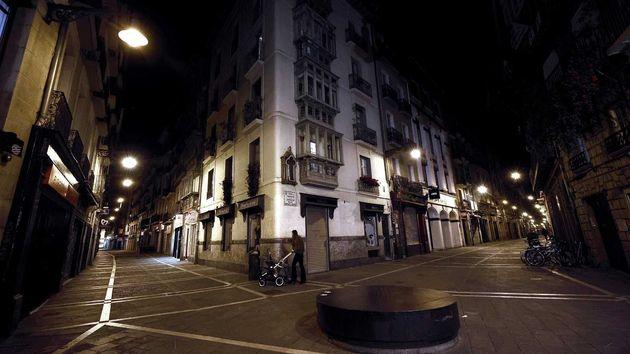 El casco Viejo de Pamplona durante una noche de mayo bajo el toque de