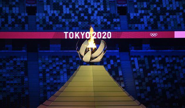 La flamme olympique le 23 juillet 2021 à Tokyo,