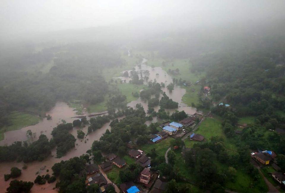 Ινδία: Τουλάχιστον 112 νεκροί από πλημμύρες και