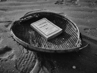 Τόμος της Οδύσσειας λ (Νέκυια) σε παραδοσιακό πανέρι της Μοζαμβίκης. Από την έκθεση «Ο Όμηρος και ο Ινδικός...